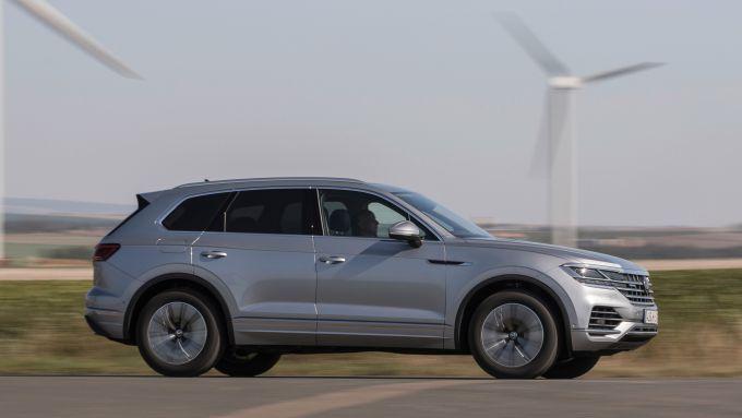 Volkswagen Touareg eHybrid 2021: vista laterale