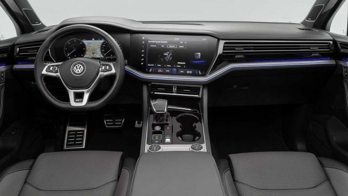 Volkswagen Touareg: gli interni