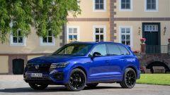 Volkswagen Touareg R 2021: vista 3/4 anteriore