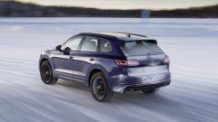Volkswagen Touareg R, la batteria riduce la capacità del bagagliaio