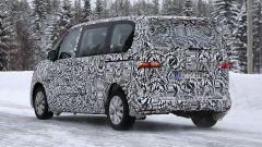 Volkswagen Transporter 2021: visuale di 3/4 posteriore