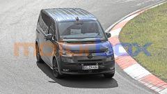 Volkswagen Transporter T7, foto spia dal Nurburgring