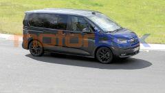 Volkswagen T7 2021, le foto spia del nuovo van