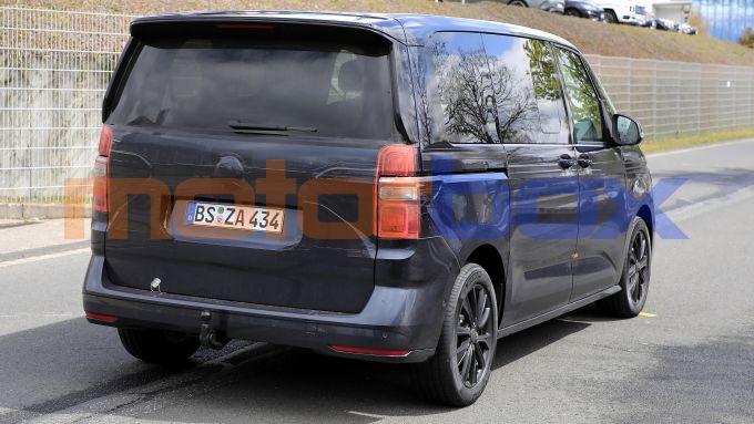 Volkswagen Transporter T7, uno scatto ravvicinato del posteriore