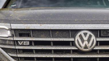 Volkwagen Touareg V8 TDI: il badge sulla calandra