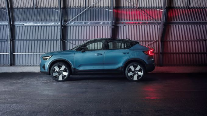 Volvo C40 Recharge: visuale laterale