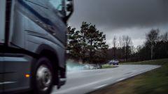 Volvo: camion e auto si parlano