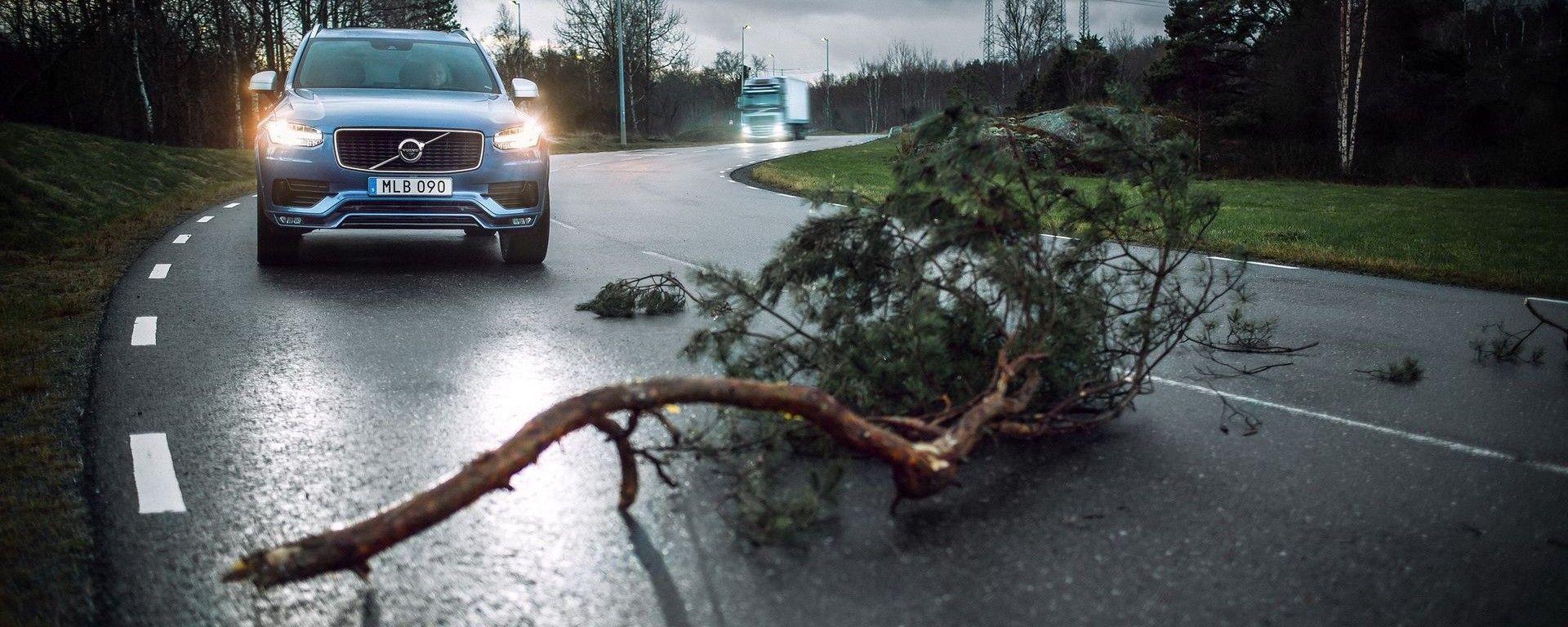 Volvo: le luci di emergenza attivano un avviso automatico trasmesso via cloud
