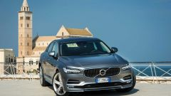 Volvo S90: come la sorella V90 la berlina monta motori benzina e diesel, tutti 4 cilindri