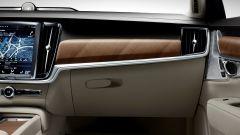 Volvo S90: gli inserti in legno della plancia