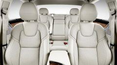 Volvo S90: i sedili anteriori sono ben sagomati