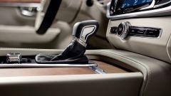 Volvo S90: il cambio può essere manuale 6 marce o Geartronic automatico a 8 rapporti