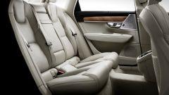 Volvo S90: il divanetto posteriore può ospitare tranquillamente 3 adulti