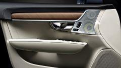 Volvo S90: il pannello della portiera
