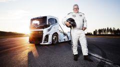 Volvo Trucks, l'Iron Knight fa un chilometro in 21,29 secondi: è doppio record - Immagine: 13