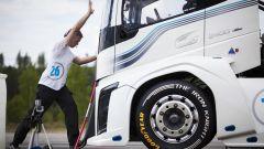 Volvo Trucks, l'Iron Knight fa un chilometro in 21,29 secondi: è doppio record - Immagine: 14