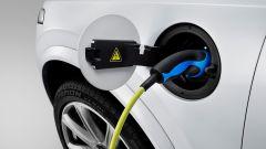 Volvo: una presa per la ricarica delle auto elettriche e ibride plug-in
