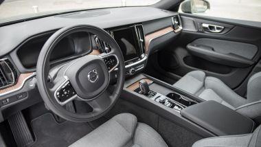 Volvo V60 Cross Country B4 AWD Business Pro Line, gli interni