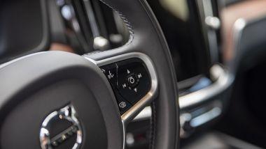 Volvo V60 Cross Country B4 AWD Business Pro Line, i comandi per audio e computer di bordo