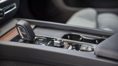 Volvo V60 Cross Country B4 AWD Business Pro Line, la leva del cambio automatico