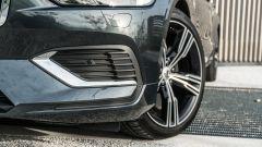 Volvo V60 T8 Twin Engine AWD Geartronic 2019, dettaglio del frontale