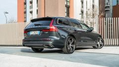 Volvo V60 T8 Twin Engine AWD Geartronic 2019, vista 3/4 posteriore