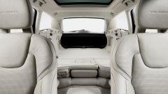 Volvo V90: abbattendo gli schienali posteriori si ottiene un piano di carico perfettamente piatto e sfruttabile