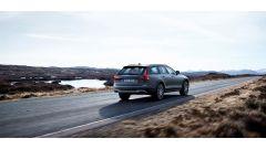 Volvo V90 Cross Country: anche al posteriore ci sono modifiche al paraurti