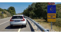 Volvo V90 Cross Country D5 Ocean Race sulle strade del Cammino di Santiago