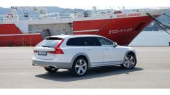 Volvo V90 Cross Country D5 Ocean Race: vista 3/4 posteriore