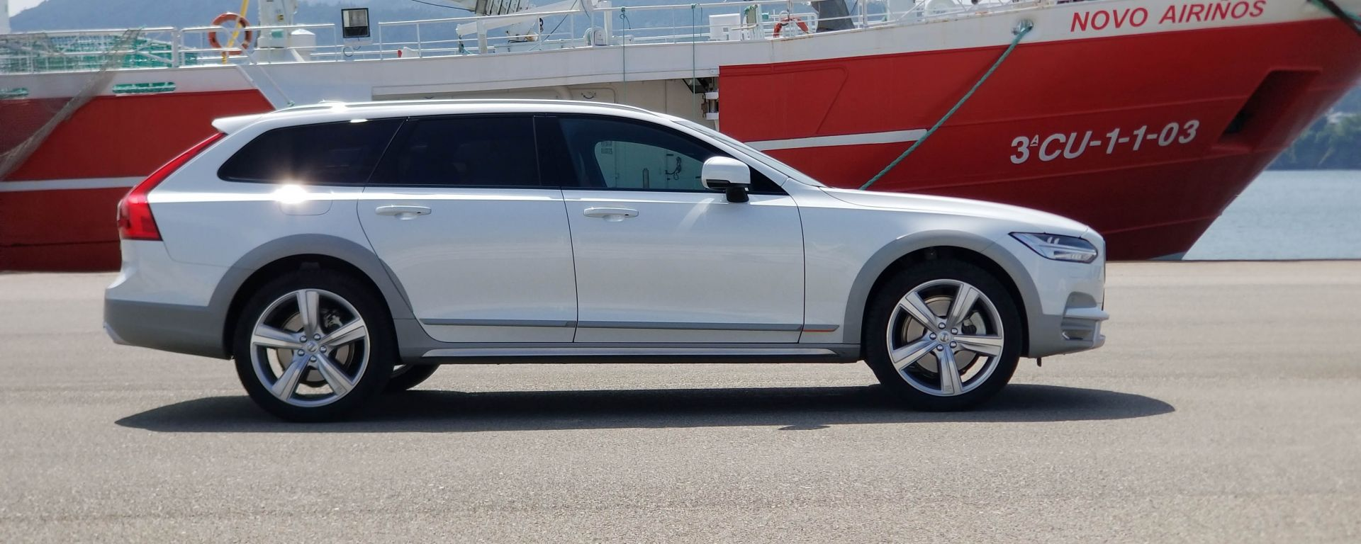 Volvo V90 Cross Country D5 Ocean Race: vista lato destro