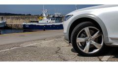 Volvo V90 Cross Country: i codolini chiari sono tipici della versione Ocean Race