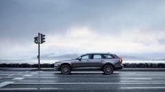 Volvo V90 Cross Country: i motori benzina sono il T5 da 254 cv e il T6 da 32 cv