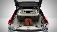 Volvo V90 Cross Country: ottima la capienza del vano bagagli, con minimo 560 litri a disposizione