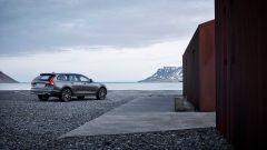 Volvo V90 Cross Country: se si vuole le protezioni in plastica possono essere in tinta con la carrozzeria