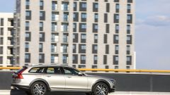 Volvo V90 Cross Country: vista laterale