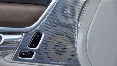 Volvo V90 D4 Geartronic Inscription: un dettaglio dello stereo firmato Bowers e Wilkins
