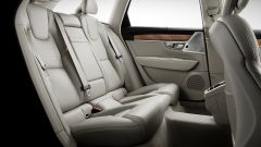 Volvo V90: dietro lo spazio non manca. Si viaggia comodi in 3, nonostante il tunnel centrale