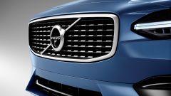 Volvo V90 e S90 R-Design: la calandra si riconosce per la differente trama della mascherina