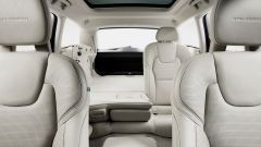Volvo V90: gli schienali del divano sono abbattibili secondo lo schema 1/3 2/3