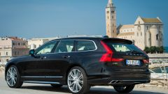 Volvo V90: i gruppi ottici a sviluppo verticale caratterizzano il posteriore