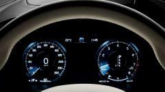 Volvo V90: il quadro strumenti è affidato a un monitor a colori da 12,3 pollici e mostra numerose informazioni