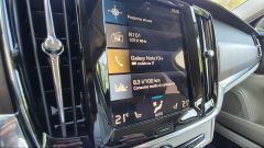 Volvo V90 T6 Recharge Plug-in Hybrid AWD Inscription, il display dell'infotainment Sensus