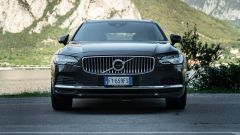 Volvo V90 T6 Recharge Plug-in Hybrid AWD Inscription, il frontale