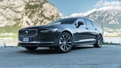 Volvo V90 T6 Recharge Plug-in Hybrid AWD Inscription, vista 3/4 anteriore