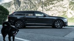 Volvo V90 T6 Recharge Plug-in Hybrid AWD Inscription, vista laterale