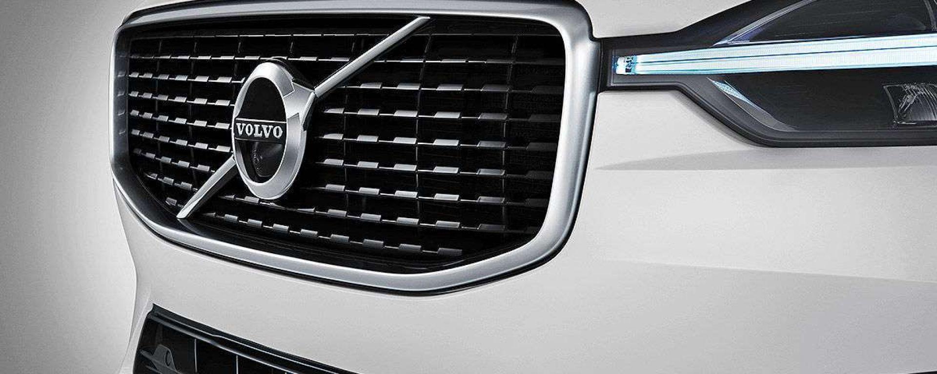 Volvo XC 60 2019, la calandra