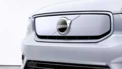 Volvo XC40 Recharge: particolare della calandra anteriore