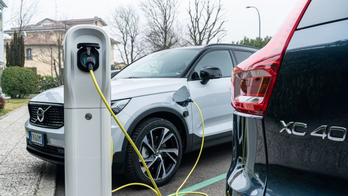 Volvo XC40 Recharge T5 Plug-in Hybrid in carica