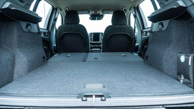 Volvo XC40 T3: il vano bagagli capiente e regolare nel suo perimetro